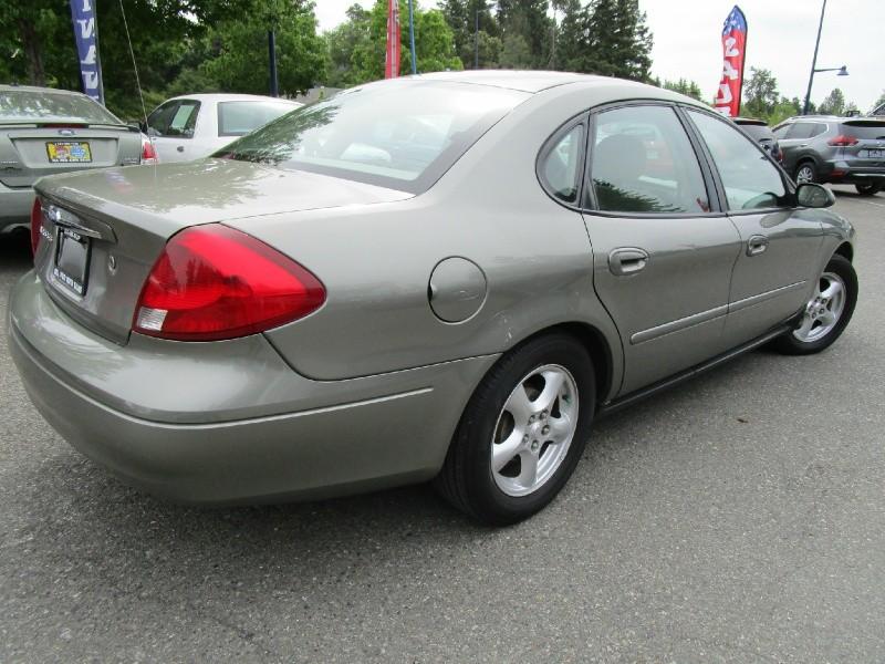 Ford Taurus 2002 price $3,985