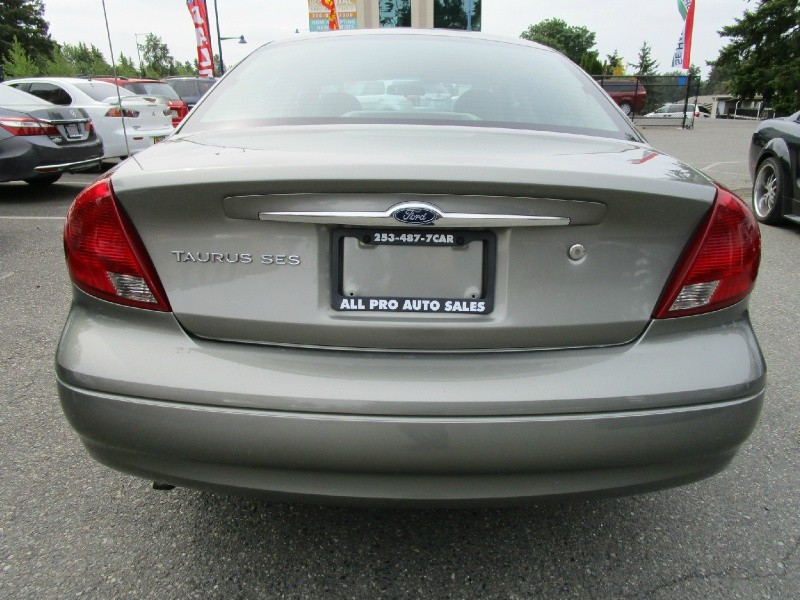 Ford Taurus 2002 price $3,985