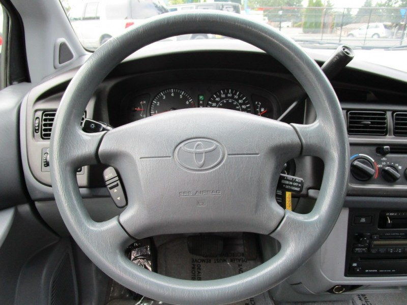 Toyota Sienna 1999 price $3,585