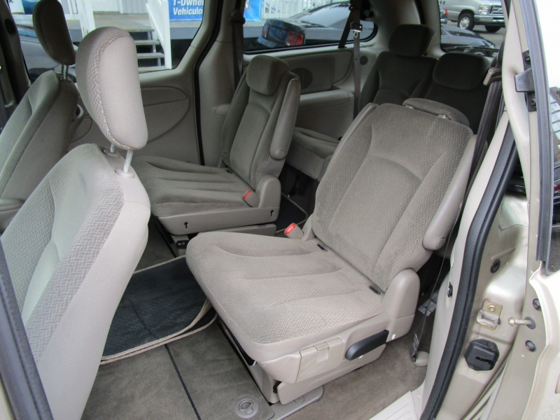 Chrysler Town & Country 2005 price $3,485