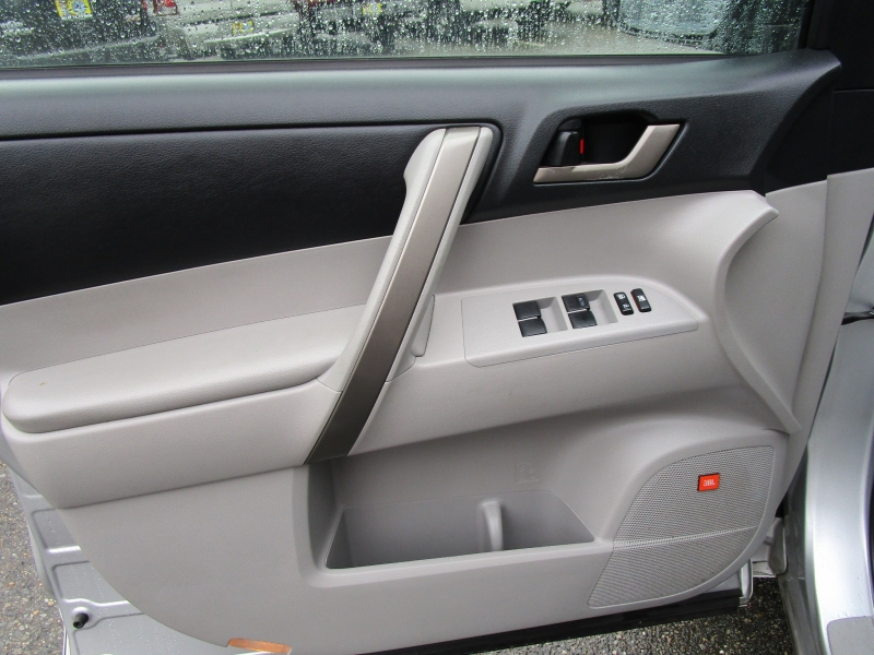Toyota Highlander 2008 price $7,985