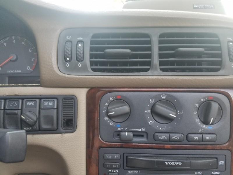 Volvo C 70 2000 price $2,995