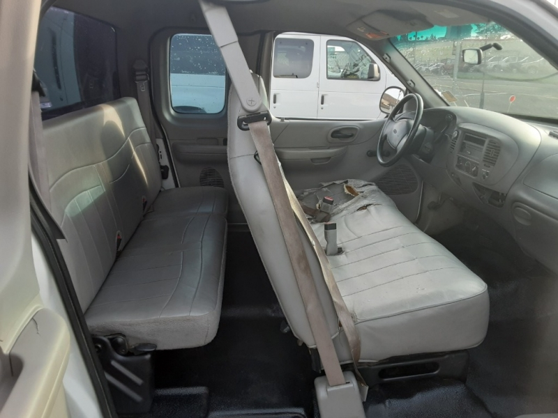Ford F-150 2000 price $2,995