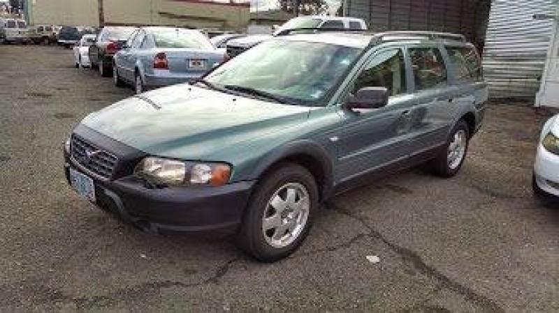 Volvo V70 2001 price $3,888