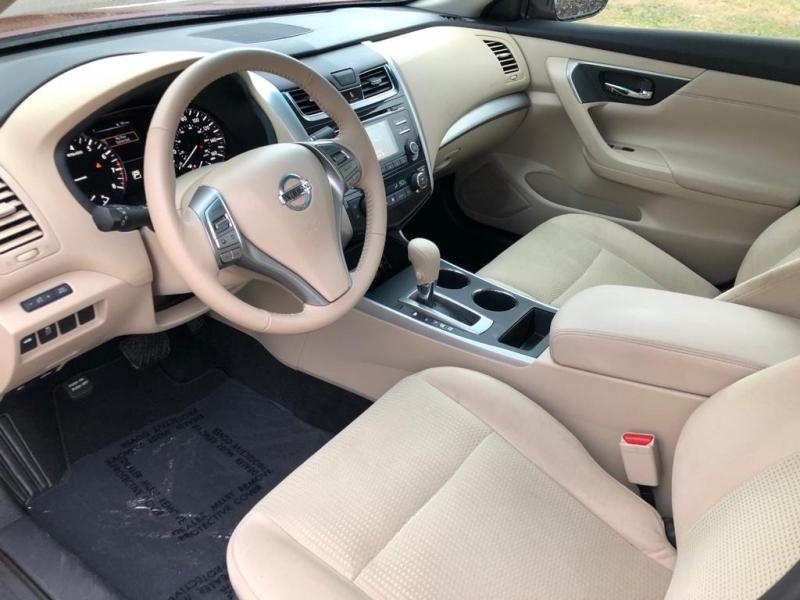 Nissan Altima 2015 price $12,977 Cash