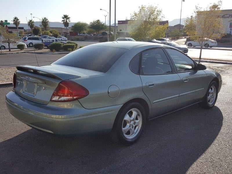 Ford Taurus 2005 price $2,800 Cash