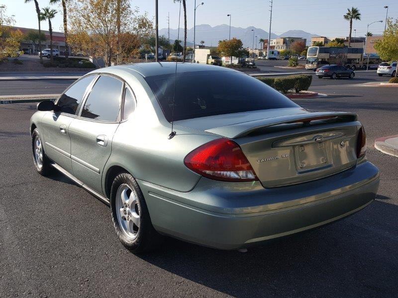 Ford Taurus 2005 price $2,800 Cash