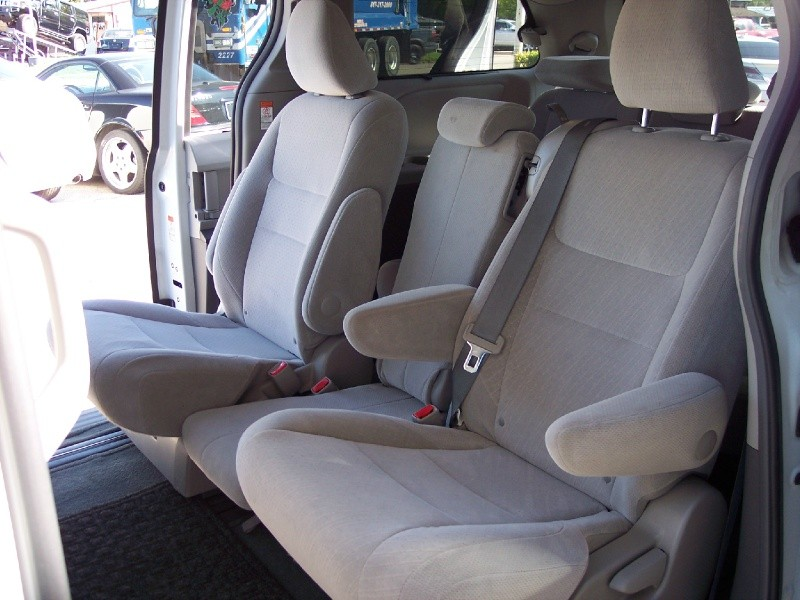 Toyota Sienna 2016 price $16,400