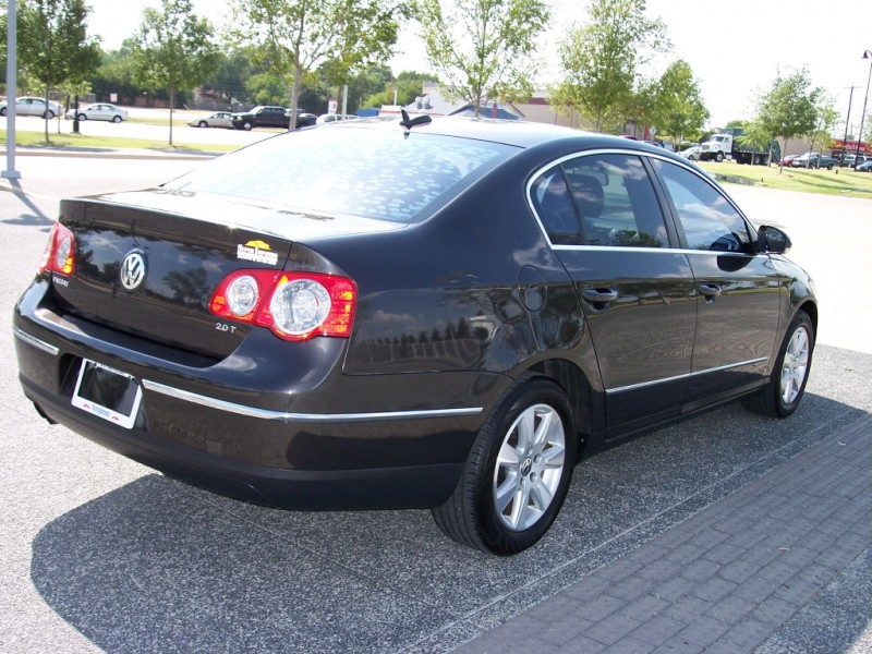 Volkswagen Passat 2.0T Luxury 2006 price $7,950 Cash