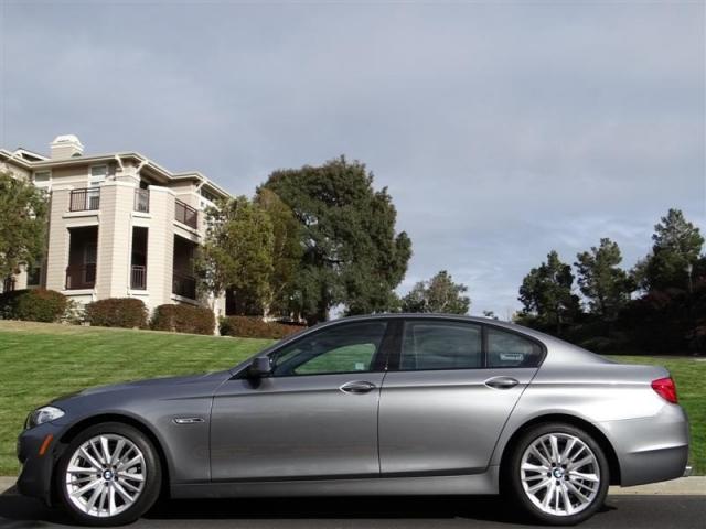 2011 BMW 5 Series 550i Sport Sedan