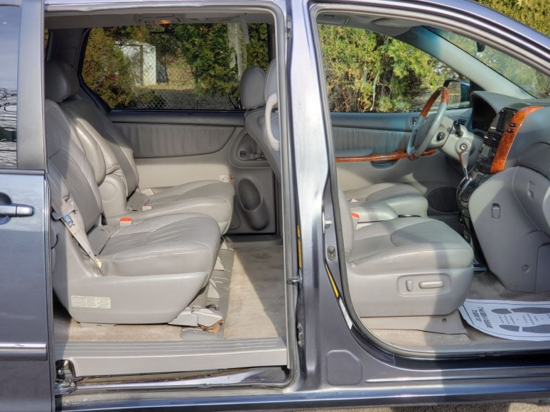 TOYOTA SIENNA 2006 price $5,700