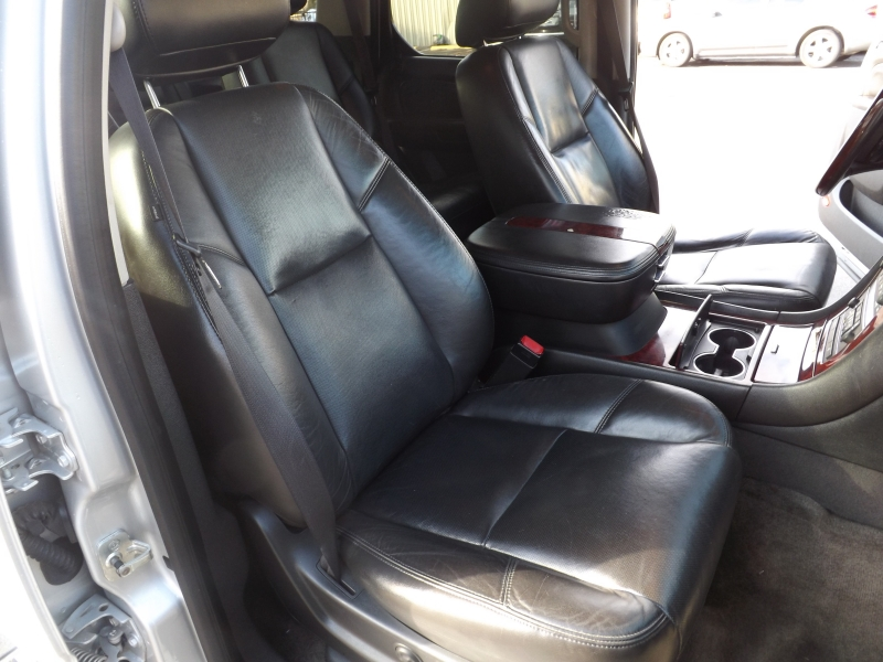 Cadillac Escalade 2010 price $17,495