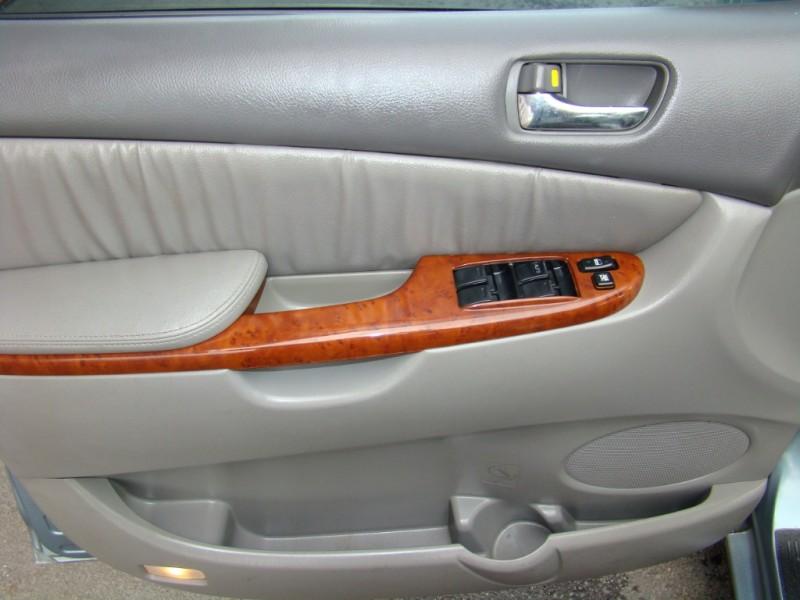Toyota Sienna 2004 price $7,291