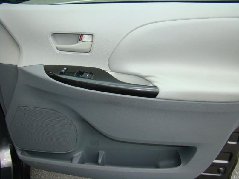Toyota Sienna 2011 price $12,299