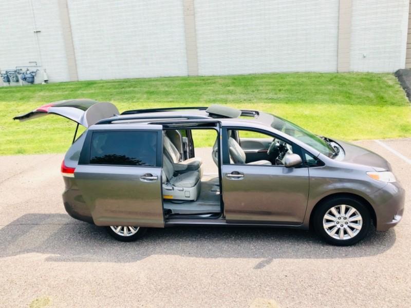 Toyota Sienna 2011 price $15,995