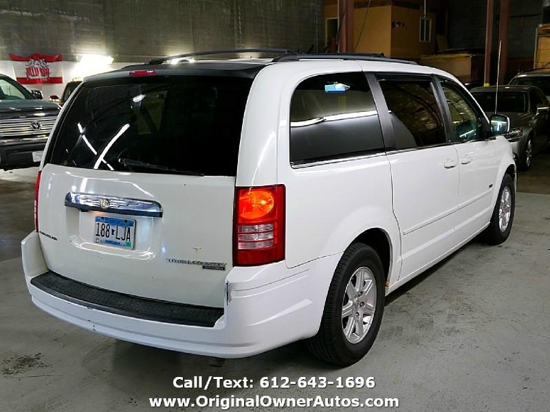 Chrysler Town & Country 2008 price $4,995