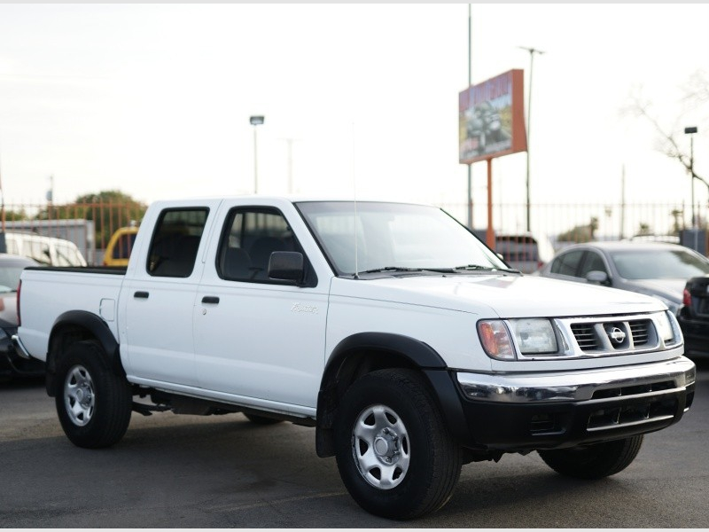 Nissan Frontier 2WD 2000 price $3,900 Cash