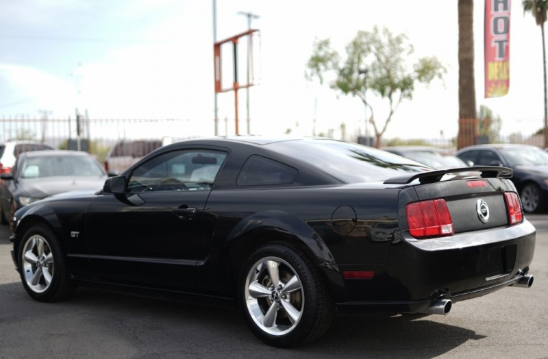 Ford Mustang 2006 price $9,400 Cash
