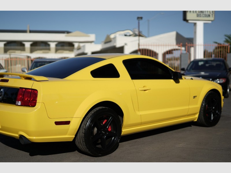 Ford Mustang 2005 price $11,900 Cash