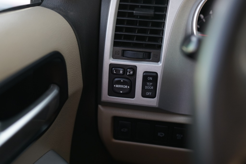 Toyota Sequoia 2008 price $12,900 Cash