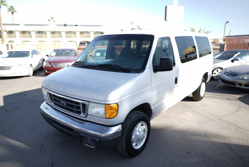 Ford Econoline Wagon 2006 price $4,900 Cash