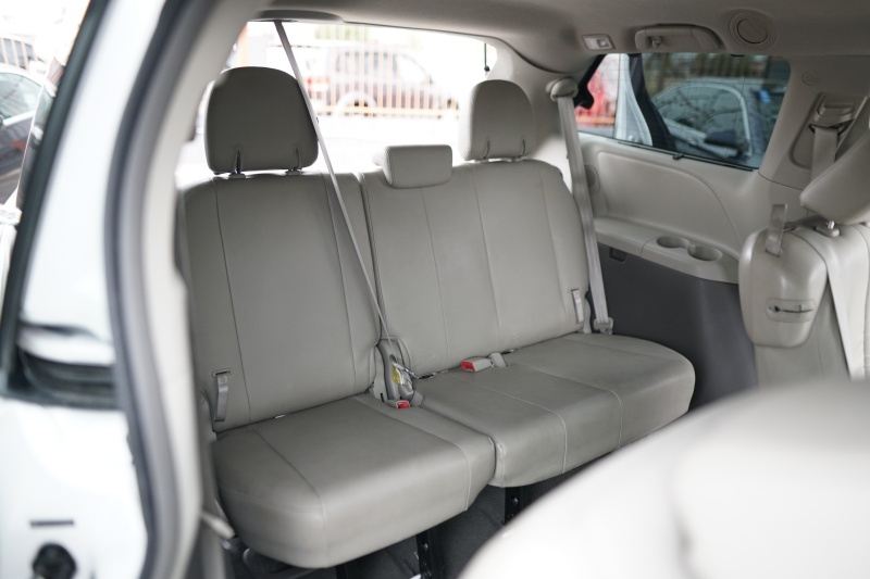 Toyota Sienna 2011 price $11,900 Cash