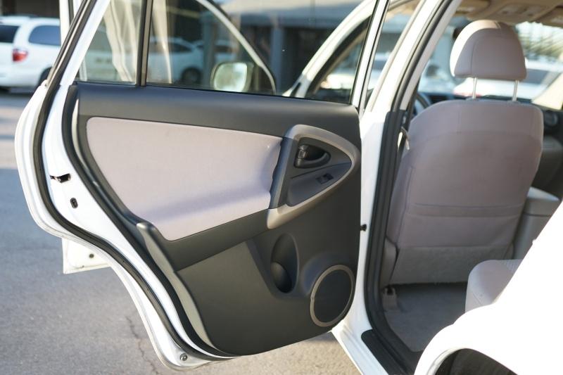Toyota RAV4 2006 price $6,900 Cash