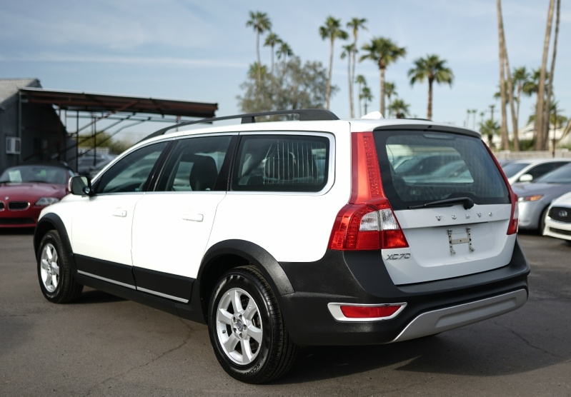 Volvo XC70 2011 price $9,900 Cash