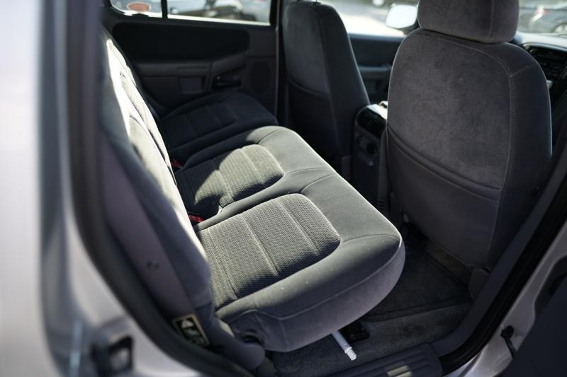 Ford Explorer 2002 price $2,900 Cash