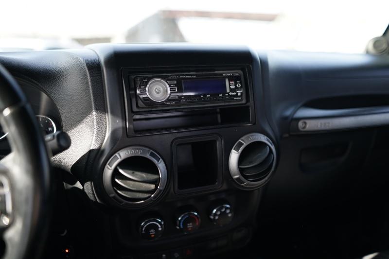 Jeep Wrangler 2012 price $14,900 Cash