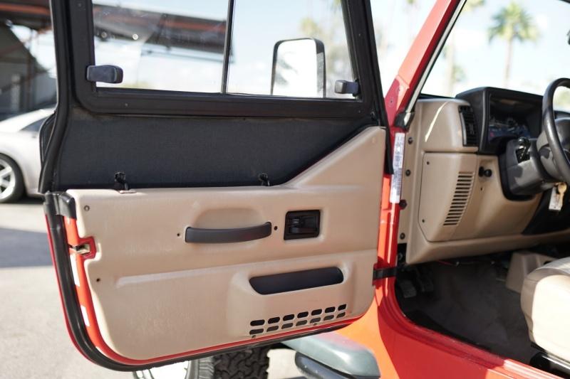 Jeep Wrangler 2000 price $8,900 Cash