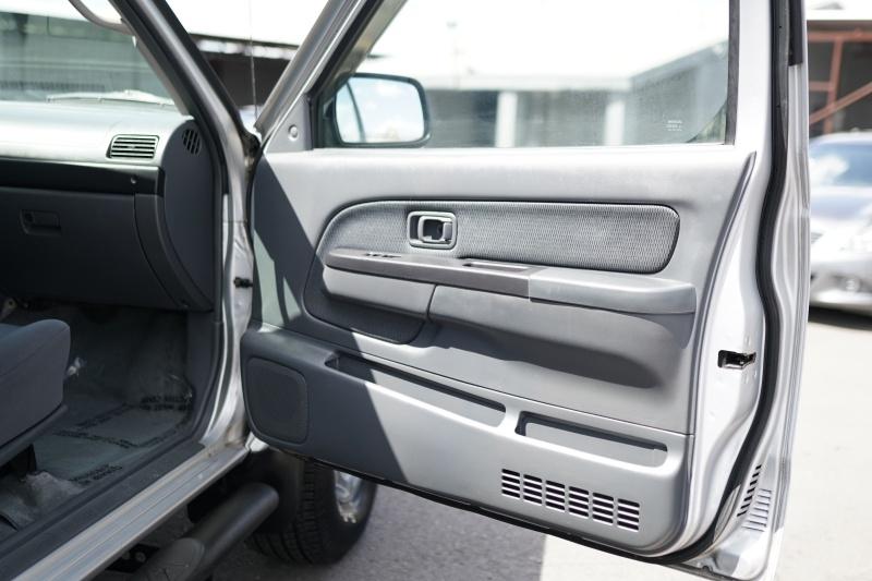 Nissan Frontier 2004 price $7,900 Cash
