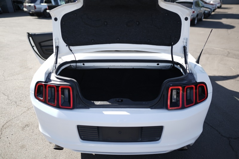 Ford Mustang 2013 price $7,900 Cash