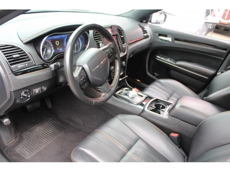 Chrysler 300 2019 price $33,889