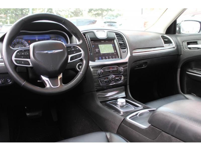 Chrysler 300 2019 price $28,889