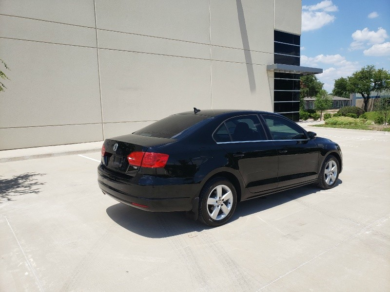 Volkswagen Jetta Sedan 2012 price $10,900