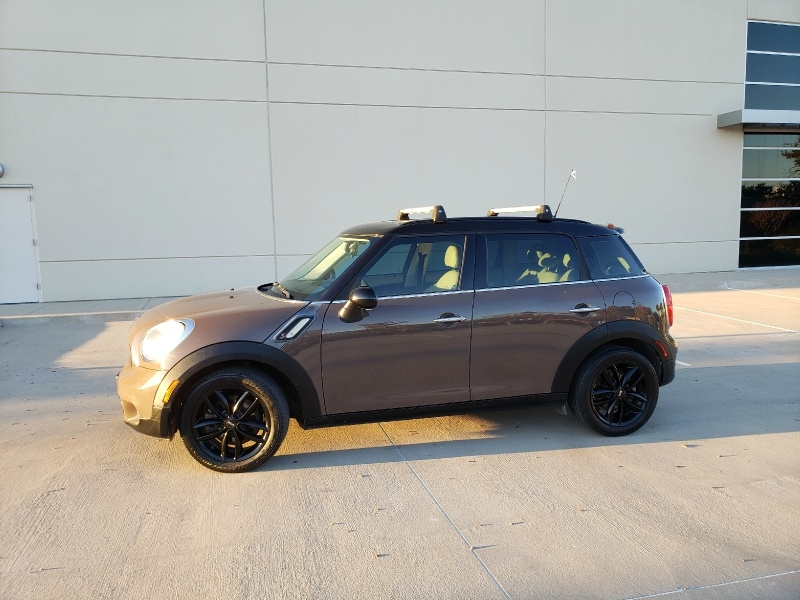 Mini Cooper Countryman 2012 price $8,900
