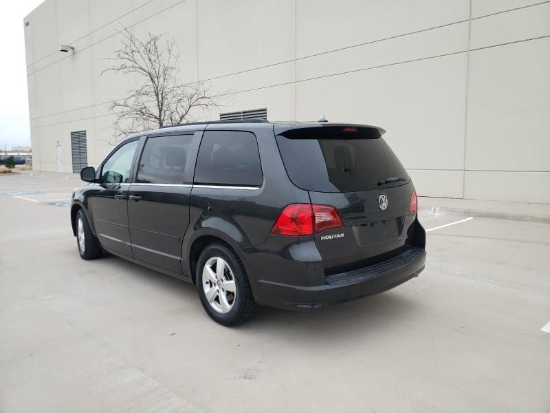 Volkswagen Routan 2011 price $6,900