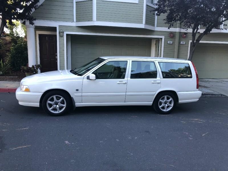 Volvo V70 2000 price $2,500
