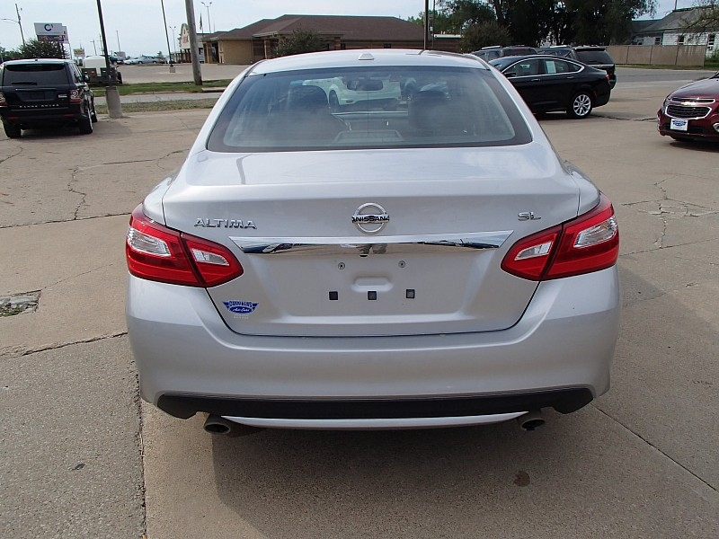 Nissan Altima 2016 price $14,995