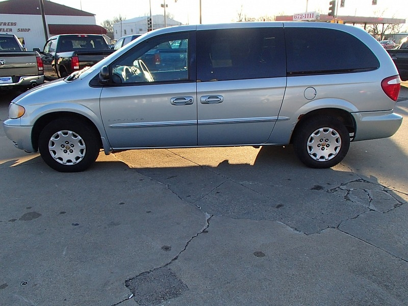 Chrysler Town & Country 2001 price $1,995