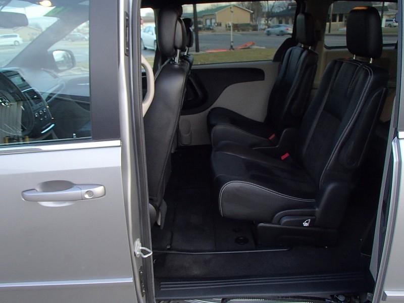 Dodge Grand Caravan 2016 price $19,900