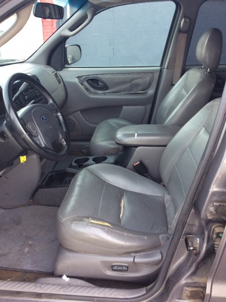 Ford Escape 2002 price $1,999