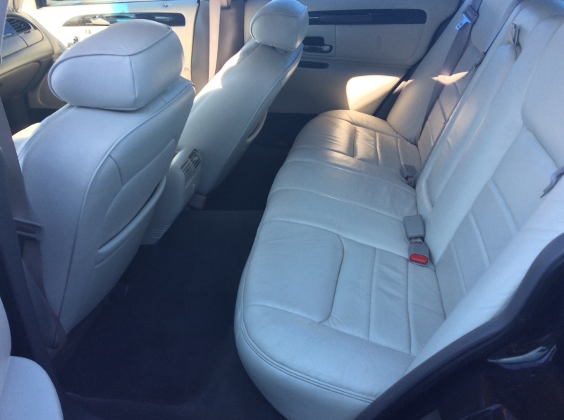 Lincoln Town Car 1998 price $3,500