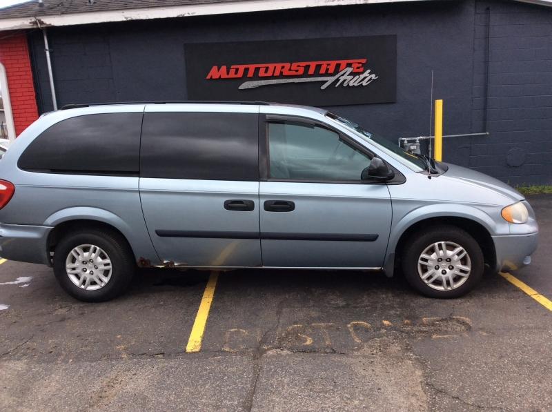 Dodge Caravan 2005 price $1,800
