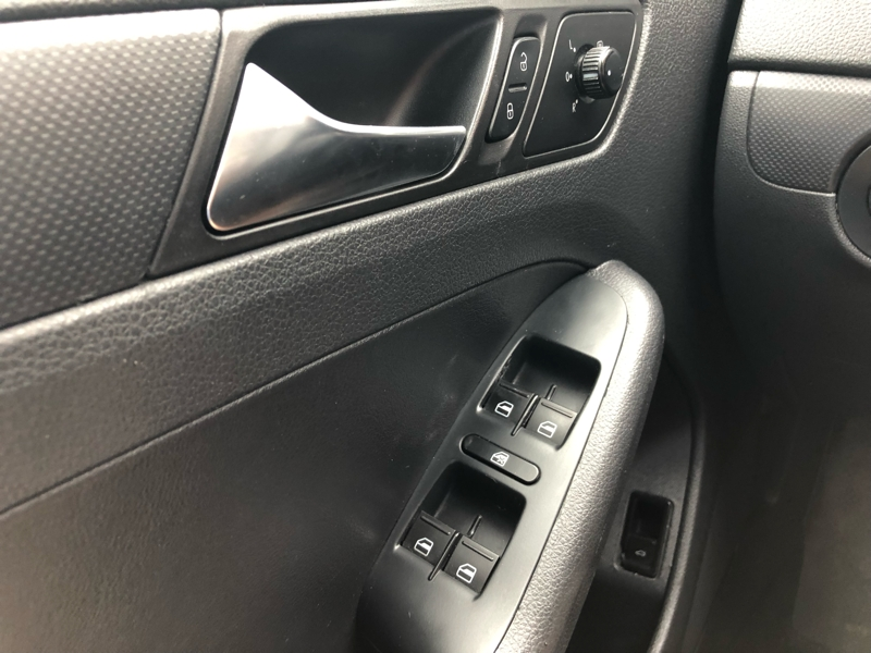 Volkswagen Jetta Sedan 2011 price $7,999