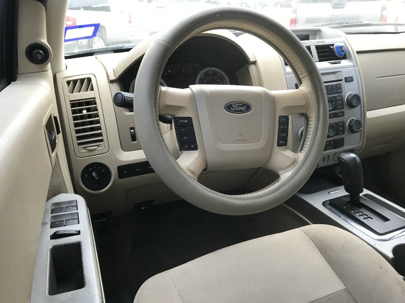 Ford Escape 2009 price $4,990