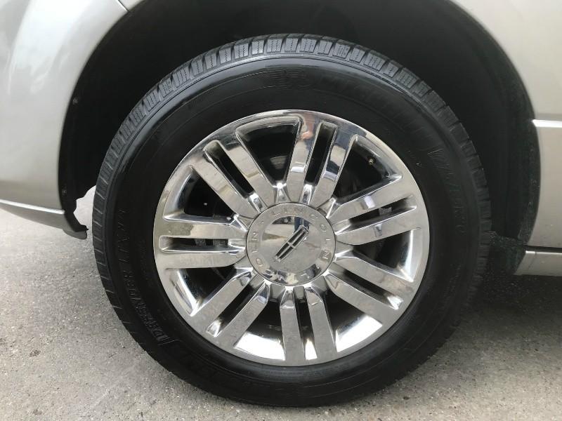Lincoln Navigator 2009 price $9,990