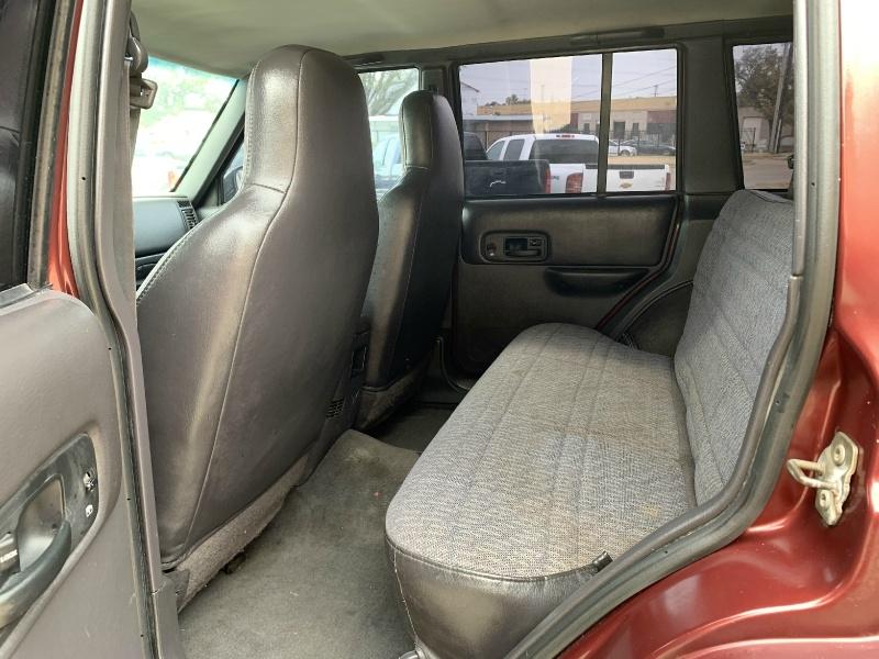 Jeep Cherokee 2001 price $4,500 Cash