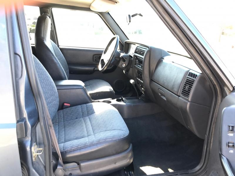 Jeep Cherokee 2001 price $3,990